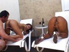 Ebony mit geilem Arsch gefickt